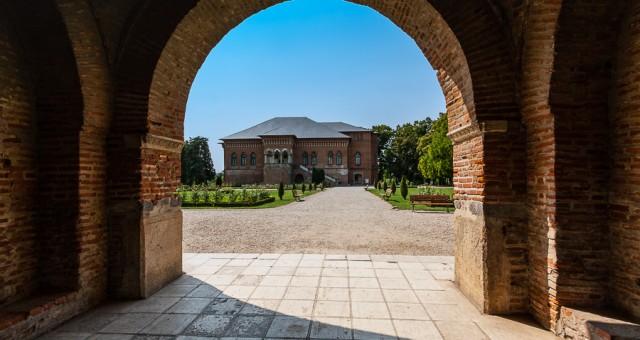 O vizita la Palatul Mogosoaia