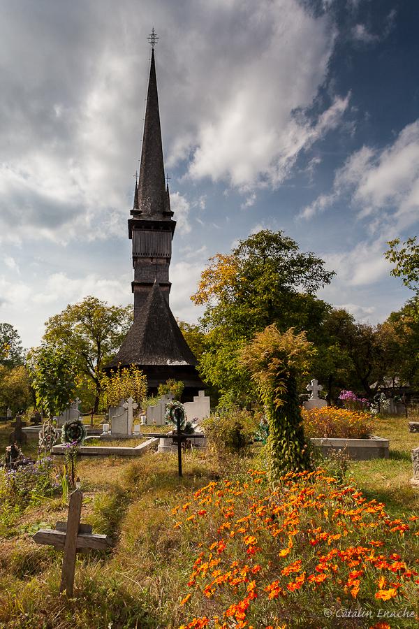 Toamna in Maramures - Biserica din Surdesti