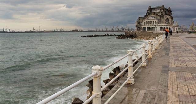 Plimbare la malul marii - cazinoul si portul Tomis